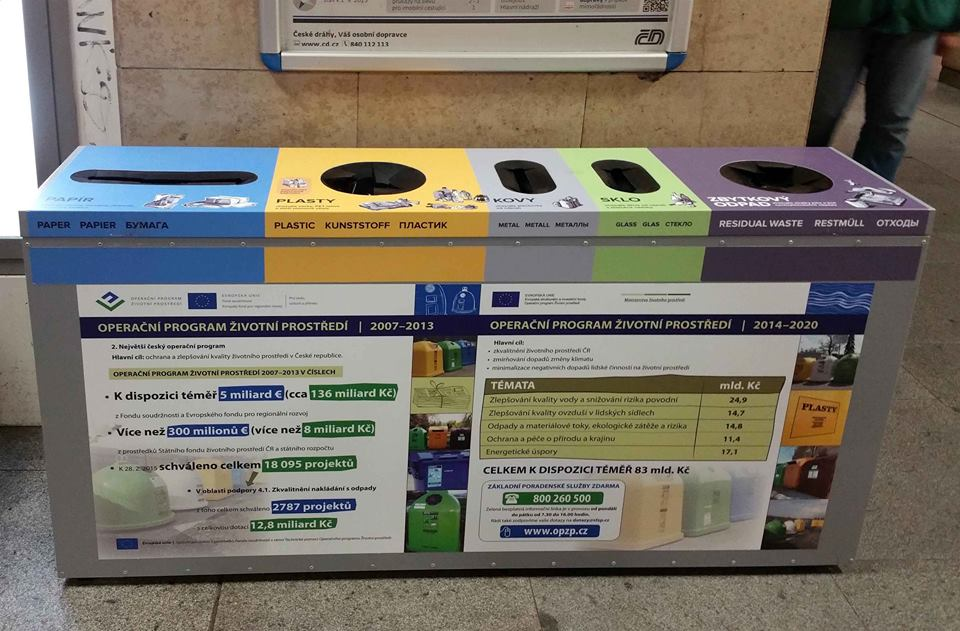 Nové odpadkové koše na brněnském hlavním nádraží