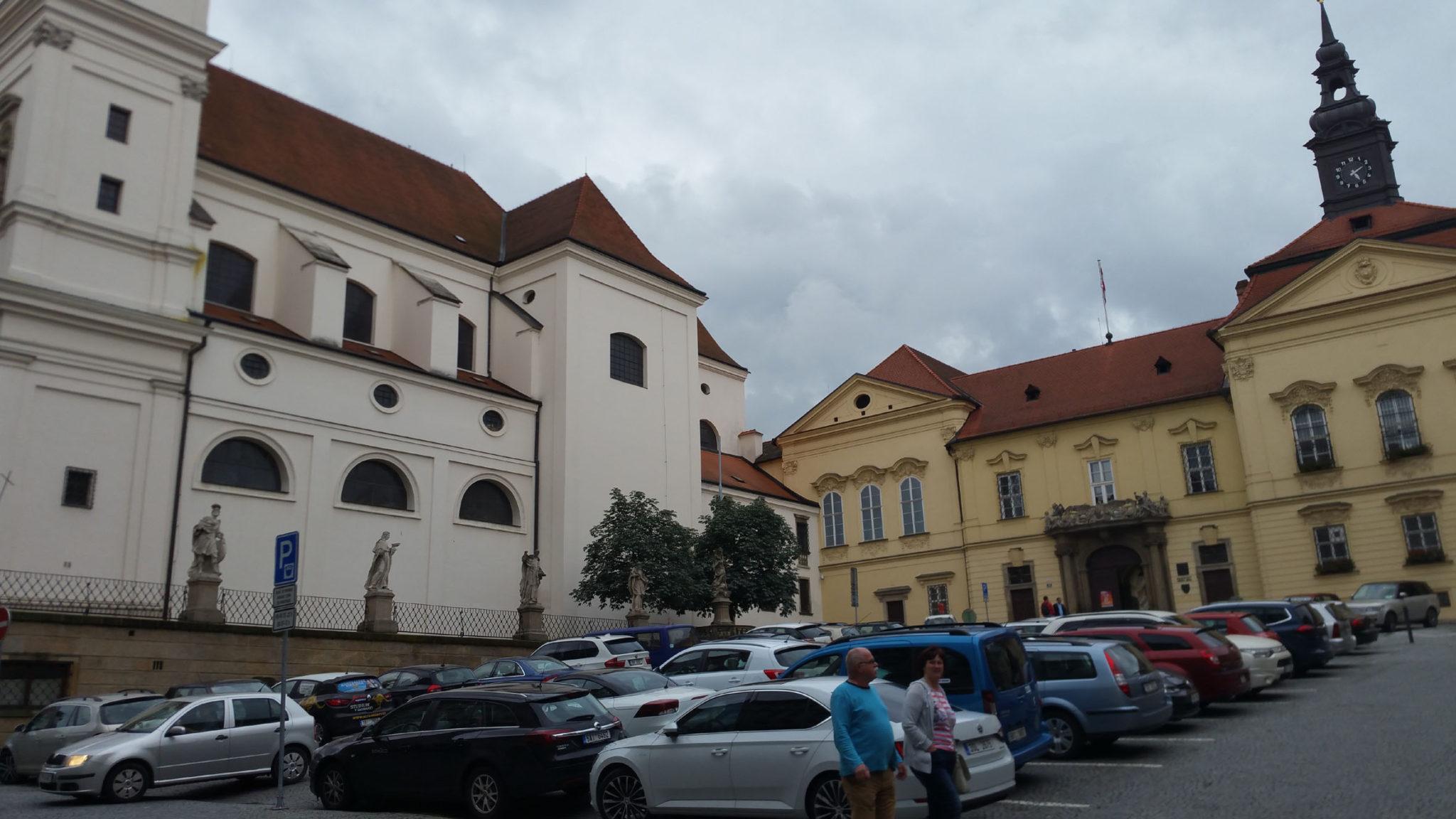 Dominikánské náměstí jako parkoviště, jaro 2018