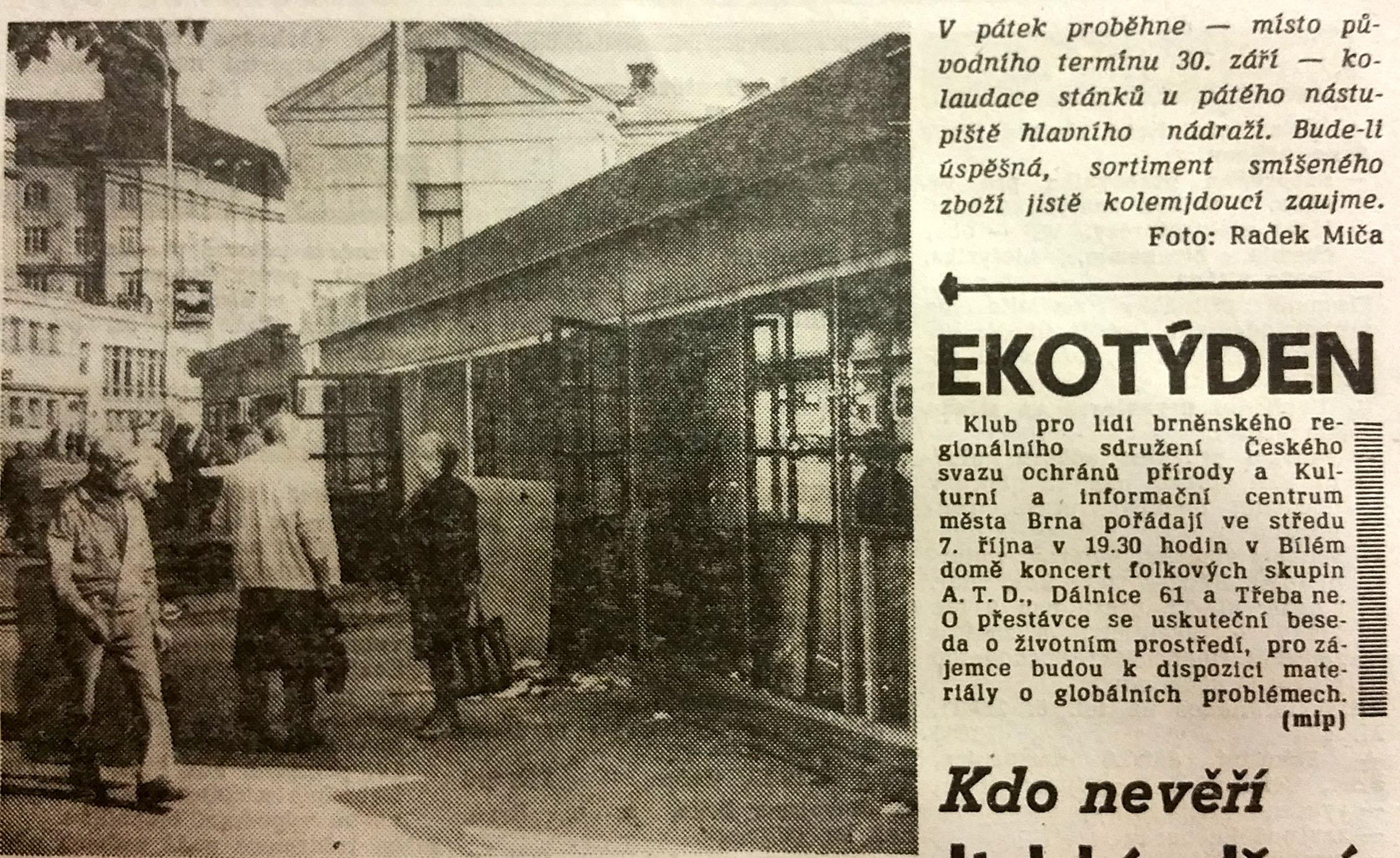Stánek u V.nástupiště brněnského nádraží, noviny Brněnský večerník z 21.října 1992.