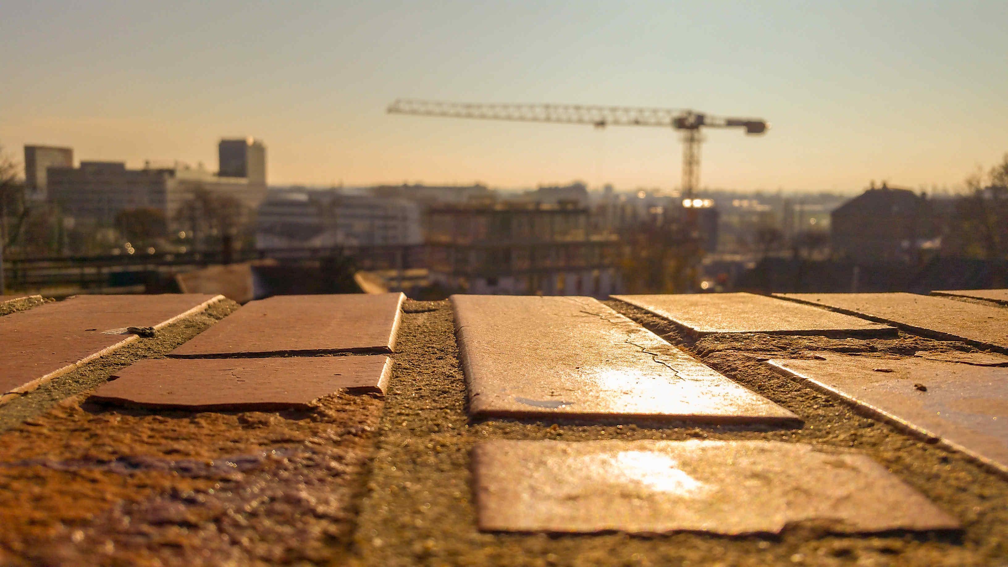Ranní pohled na stávající brněnské nádraží.