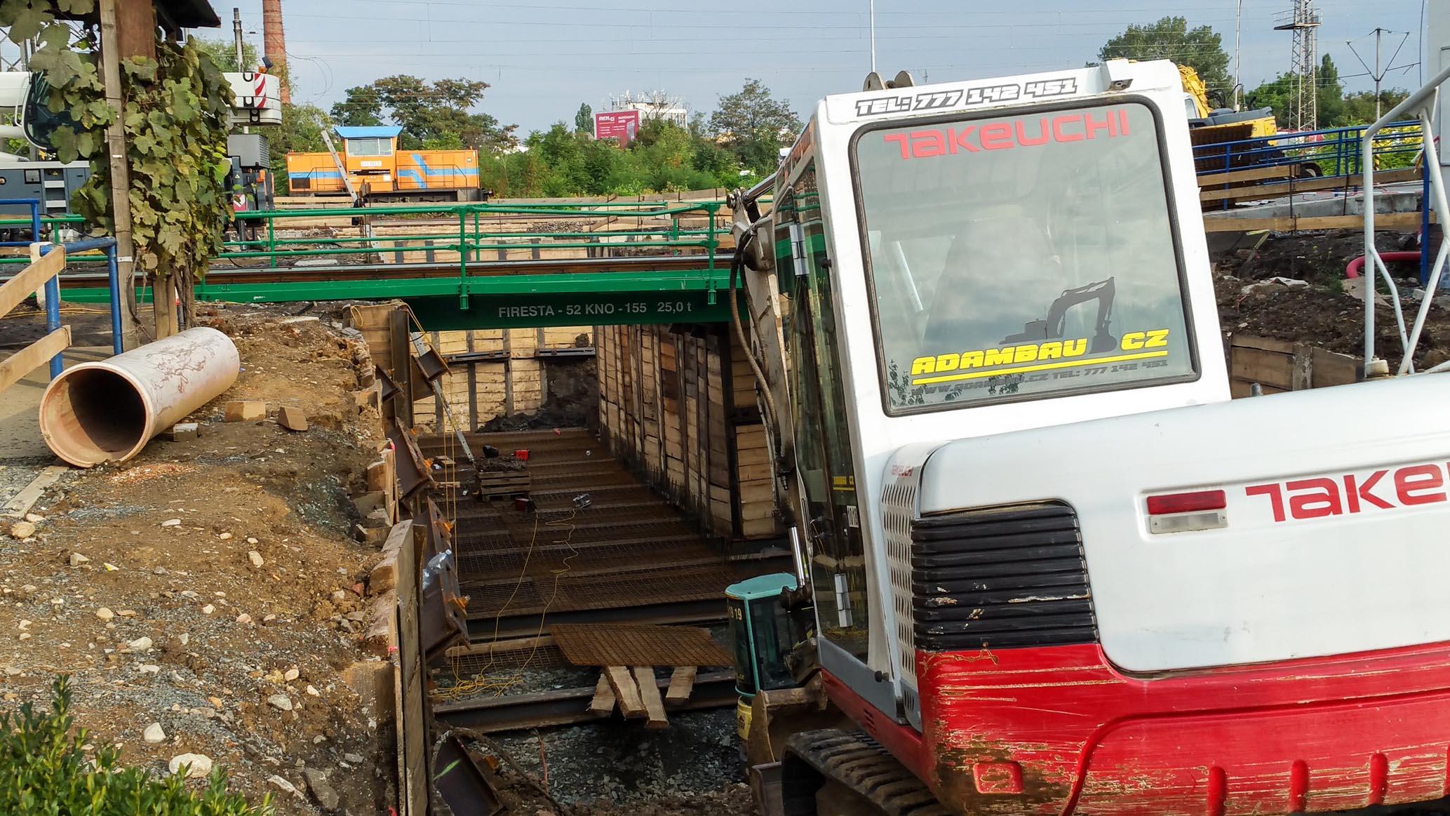 3.září 2018 - výstavba provizorního podchodu na Dolním nádraží v Brně