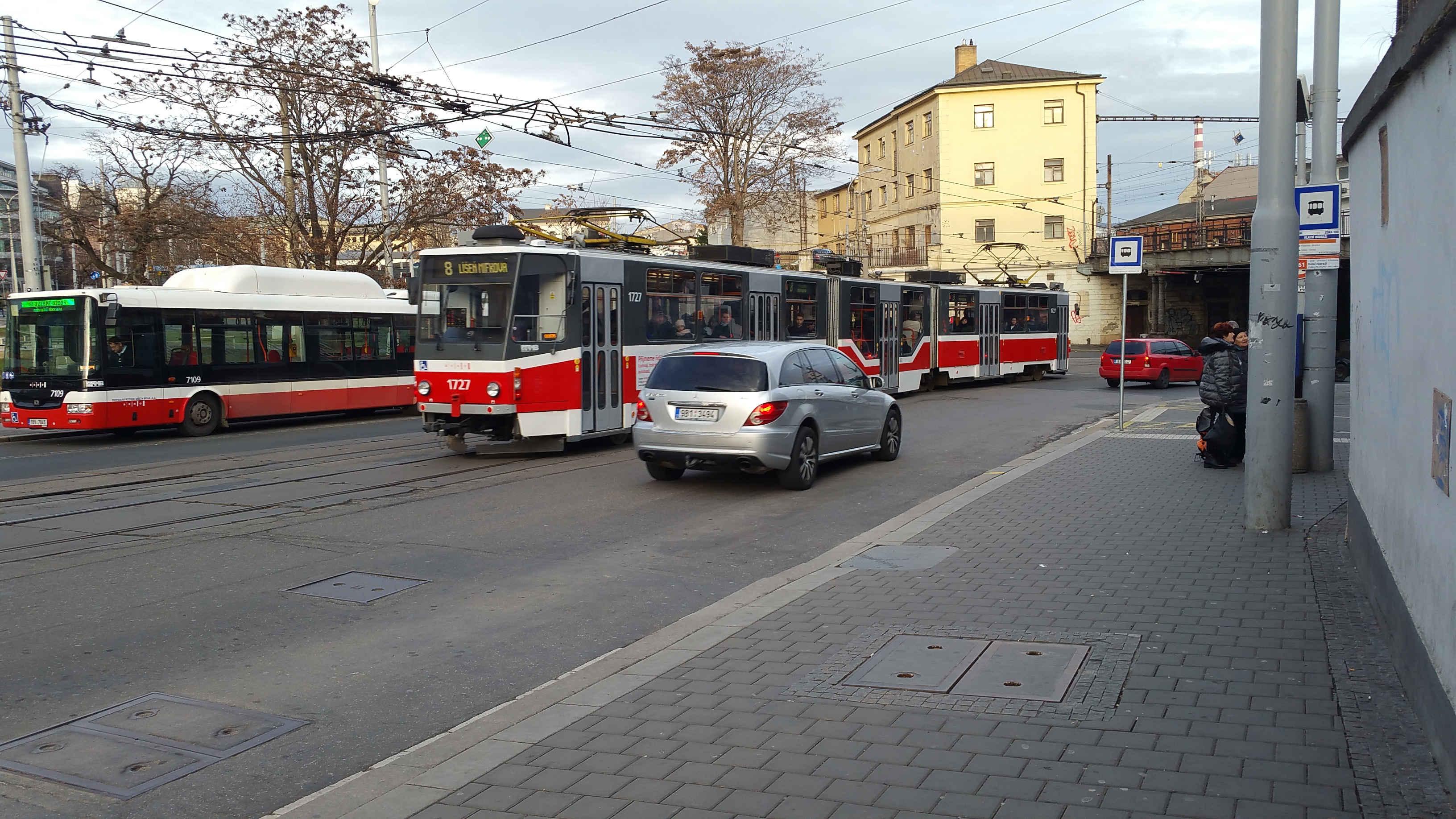 Stanoviště autobusů č. 61 směr Dolní nádraží