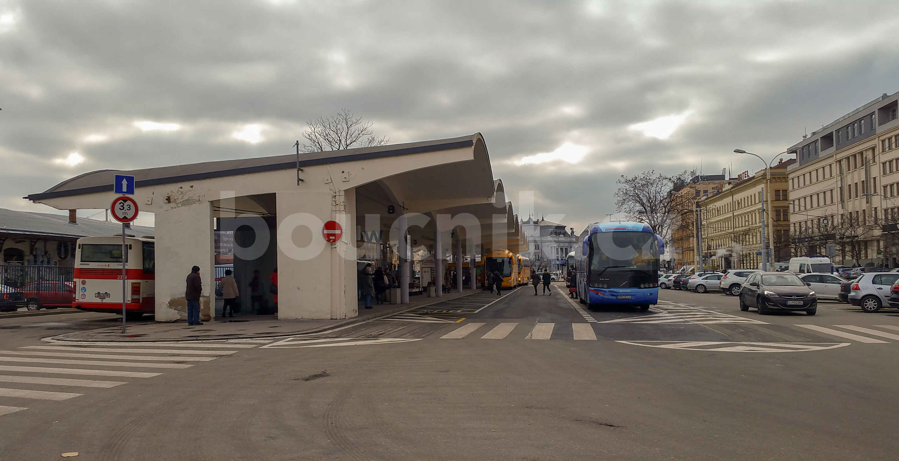 Autobusové nádraží u Grandu v Brně, únor 2019