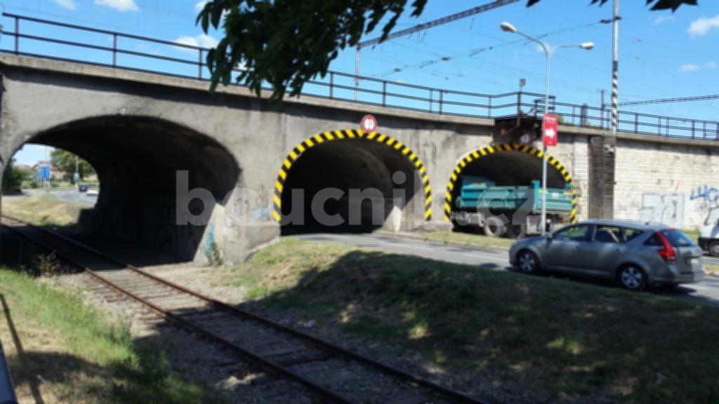 Viadukt nad městským okruhem a vlečkou na výstaviště