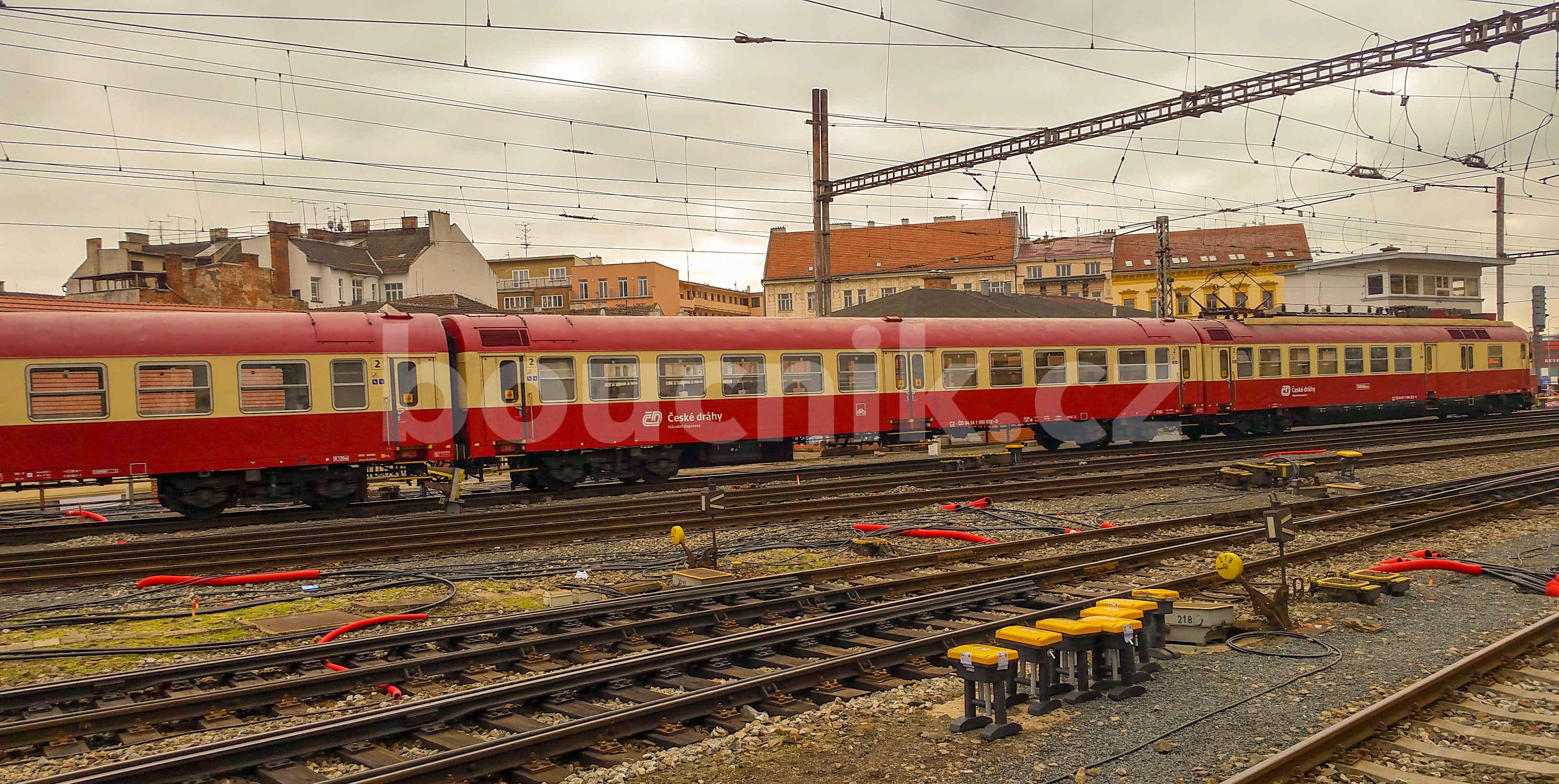 Červený Pantograf na hlavním brněnské nádraží