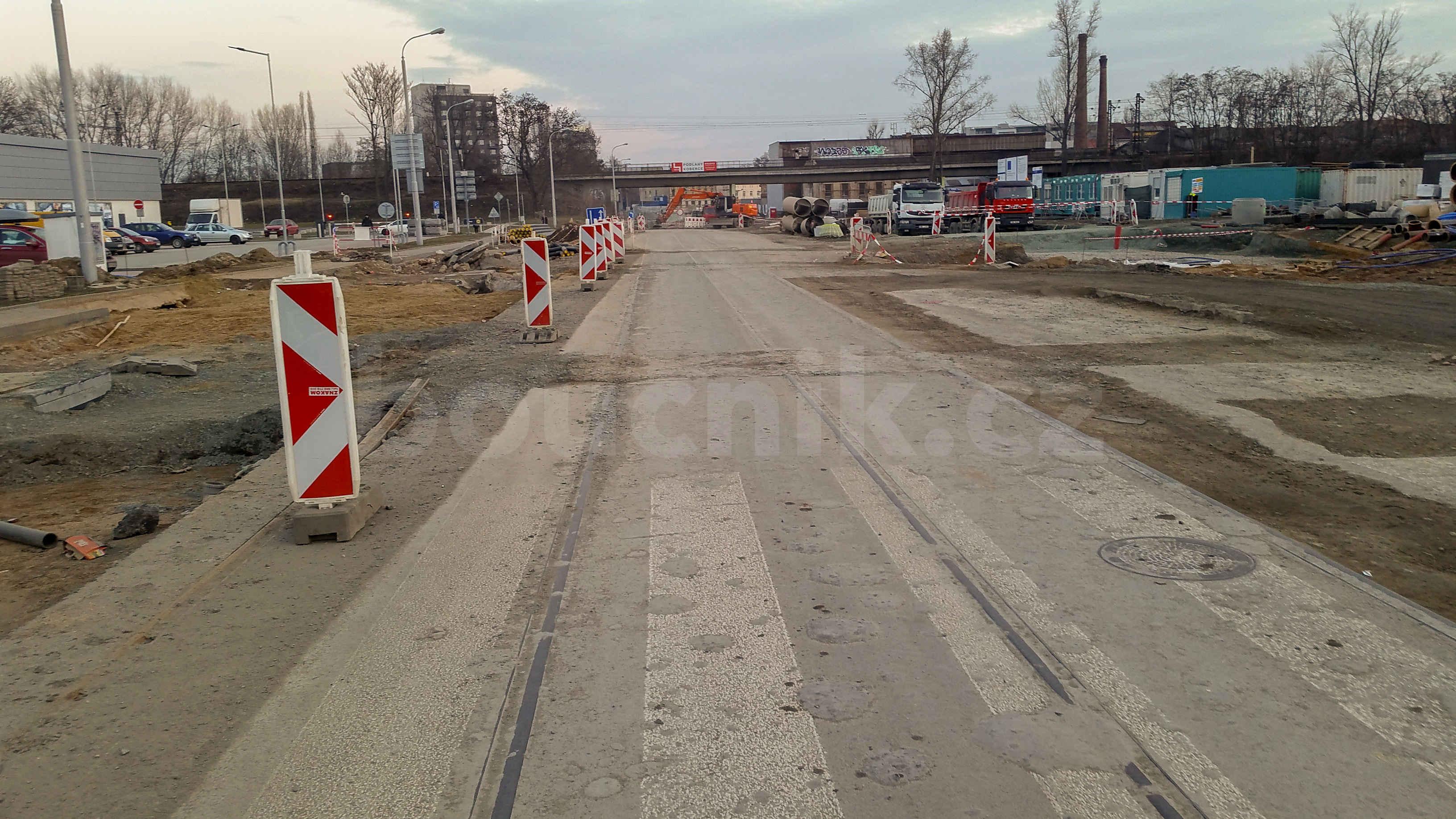 Zbytky tramvajového kolejiště na ulici Dornych, únor 2019