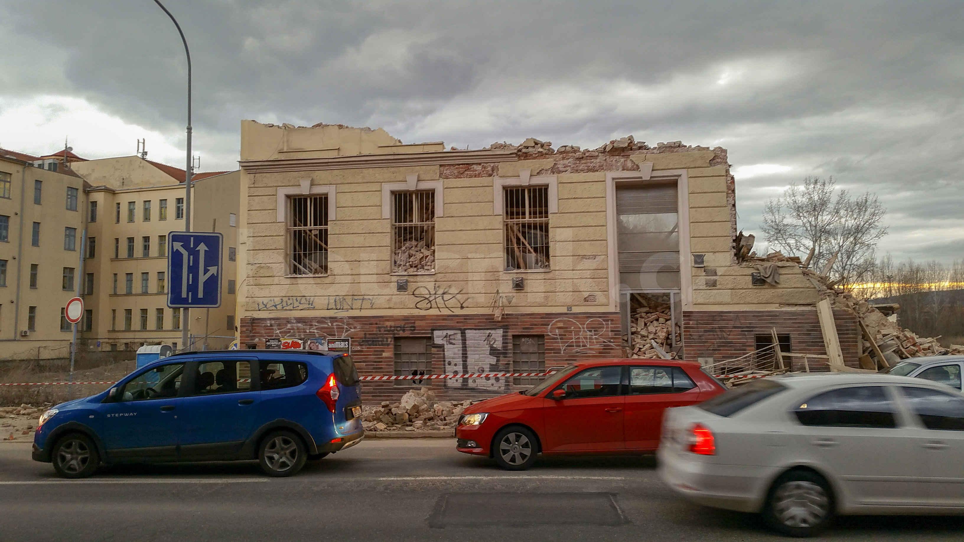 Bourání domu na ulici Trnitá, únor 2019