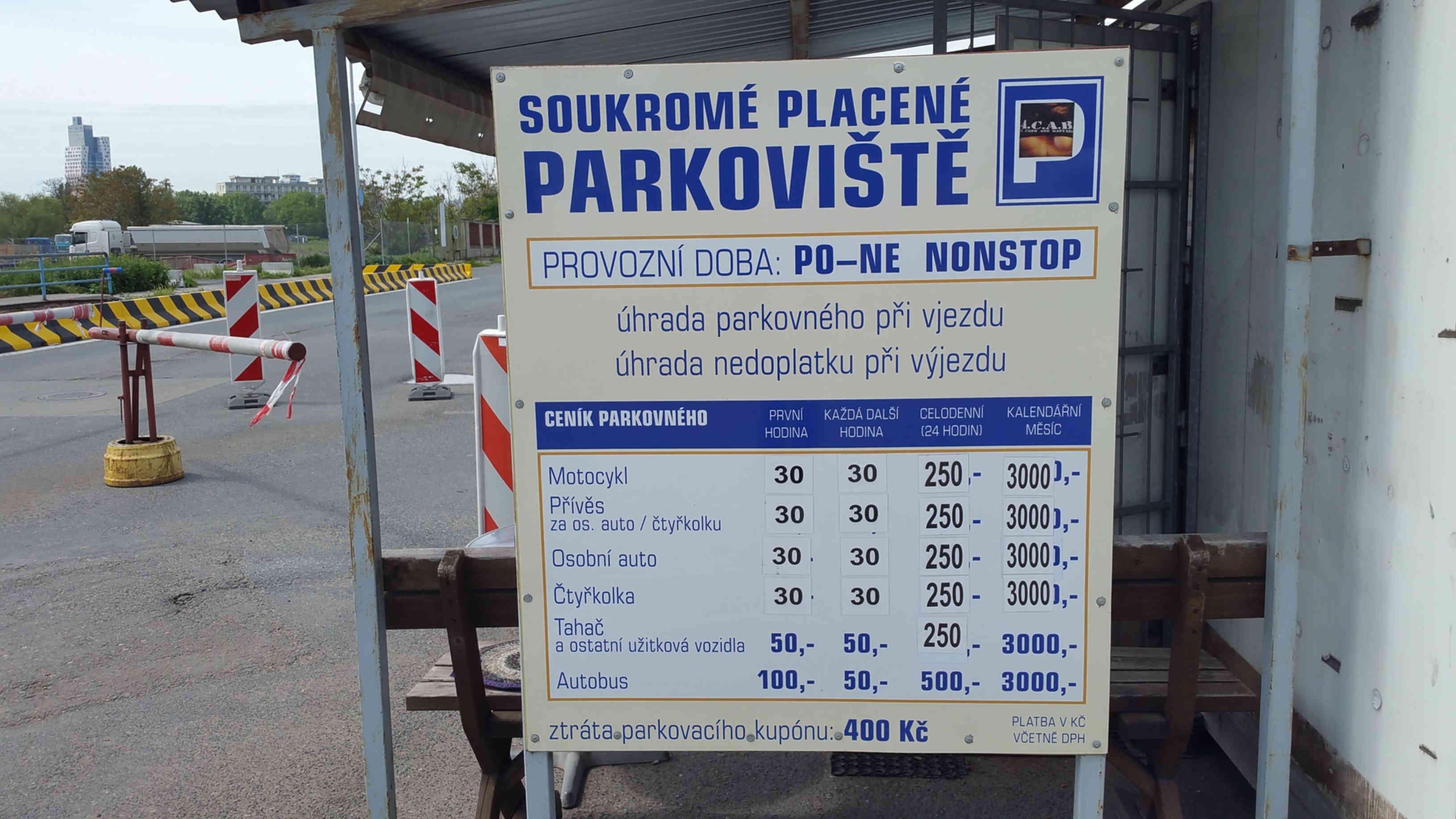 Parkování u Dolního nádraží v Brně