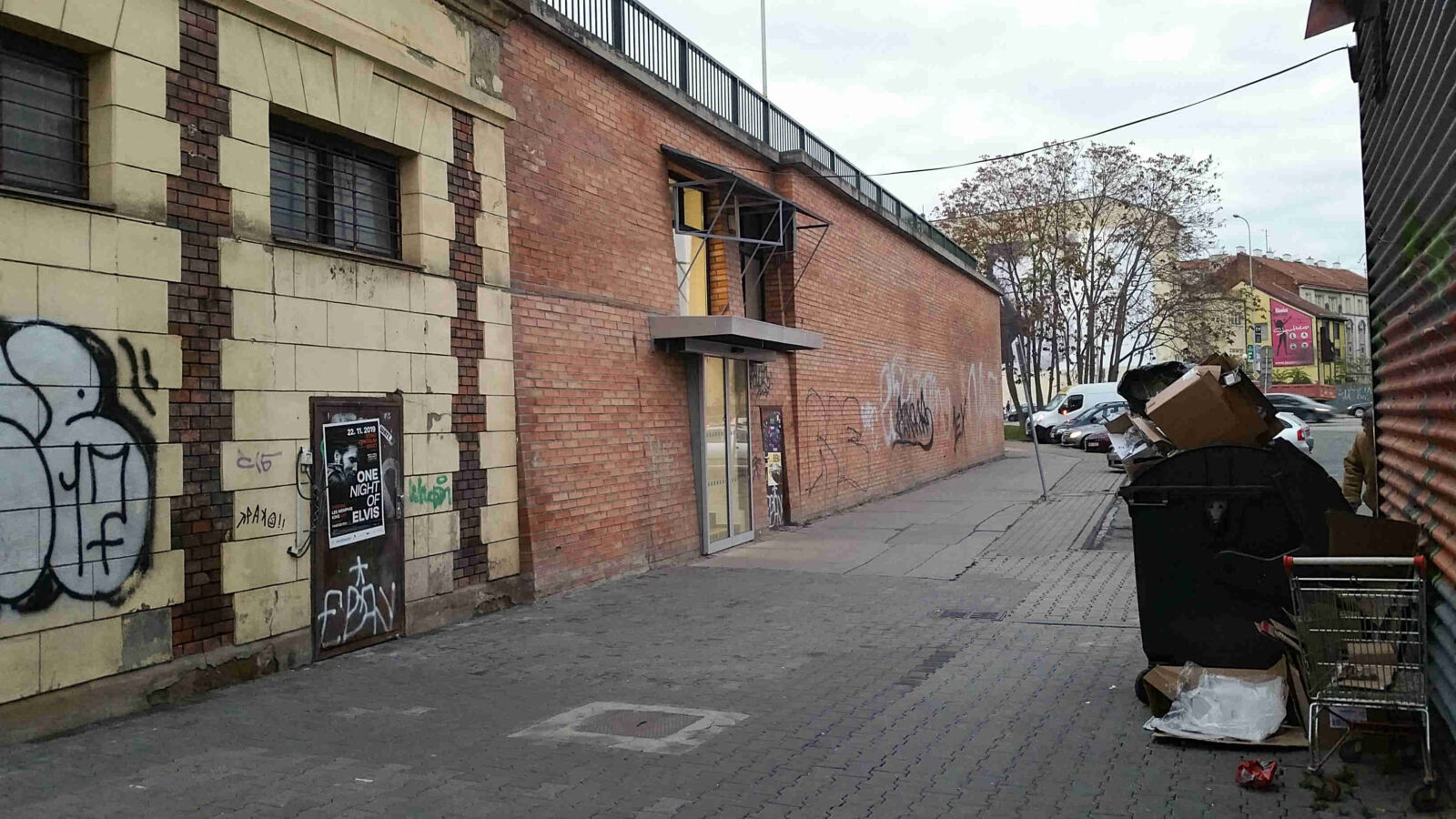Vchod do podchodu pod nádražím v Brně