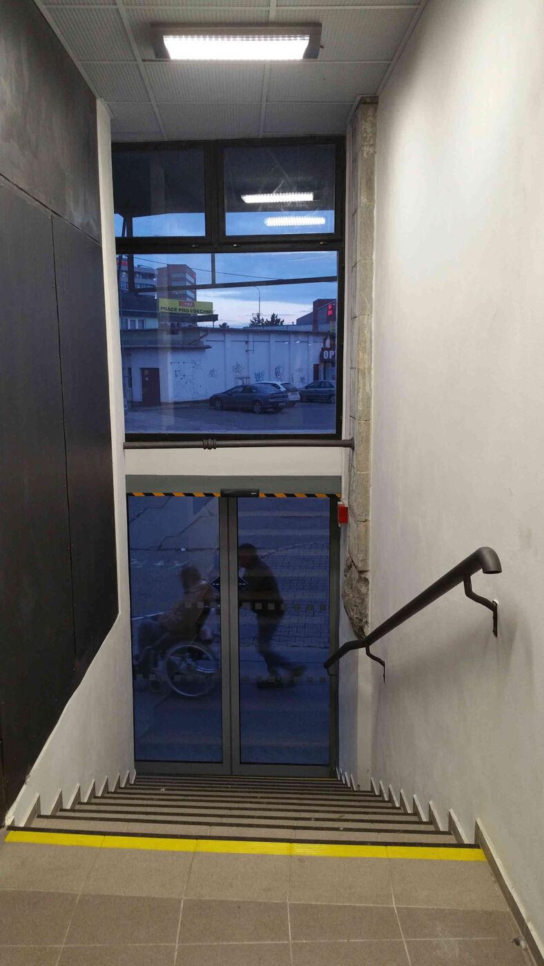 Znovu otevřený vchod do podchodu pod brněnským nádražím
