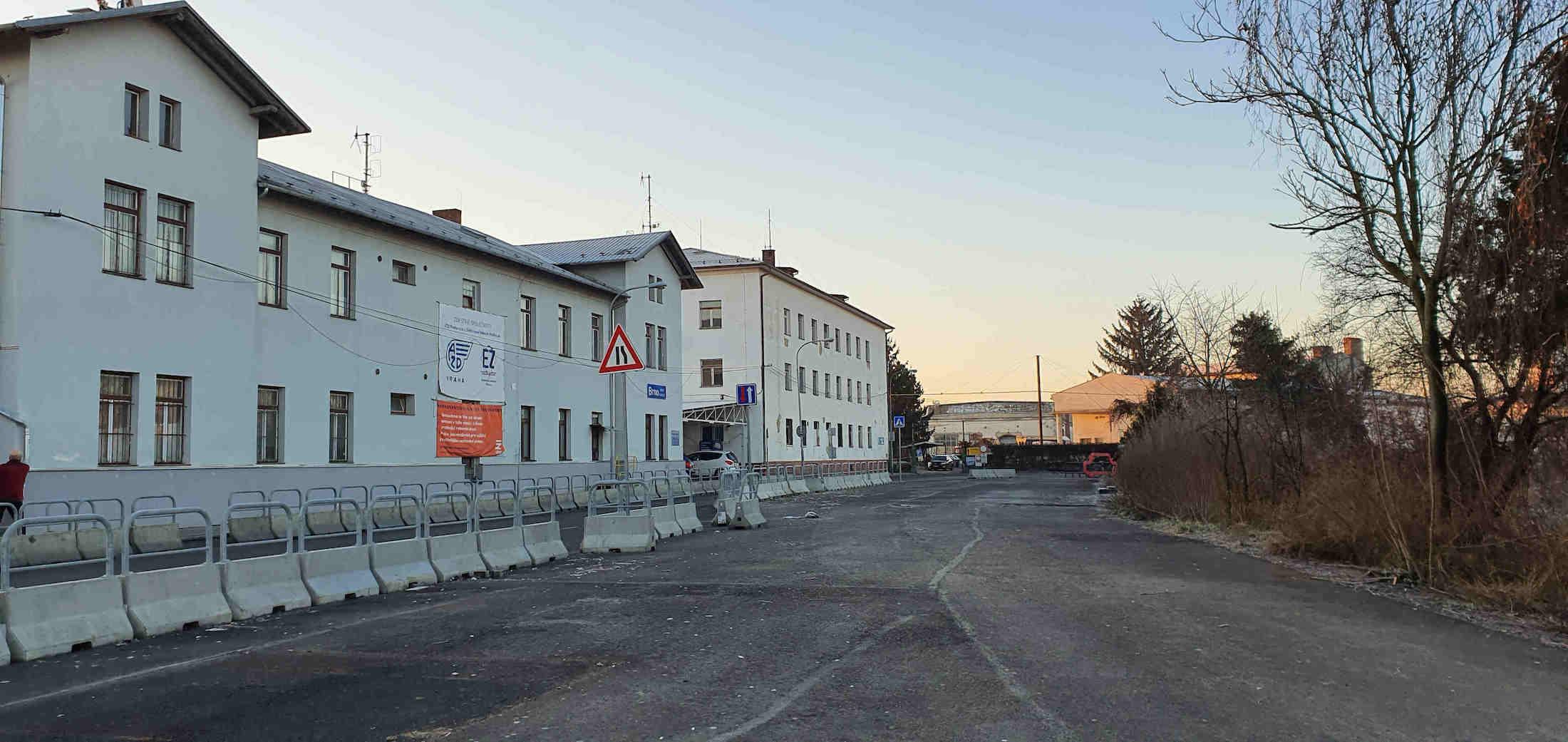 Před Dolním nádražím v Brněv lednu 2020