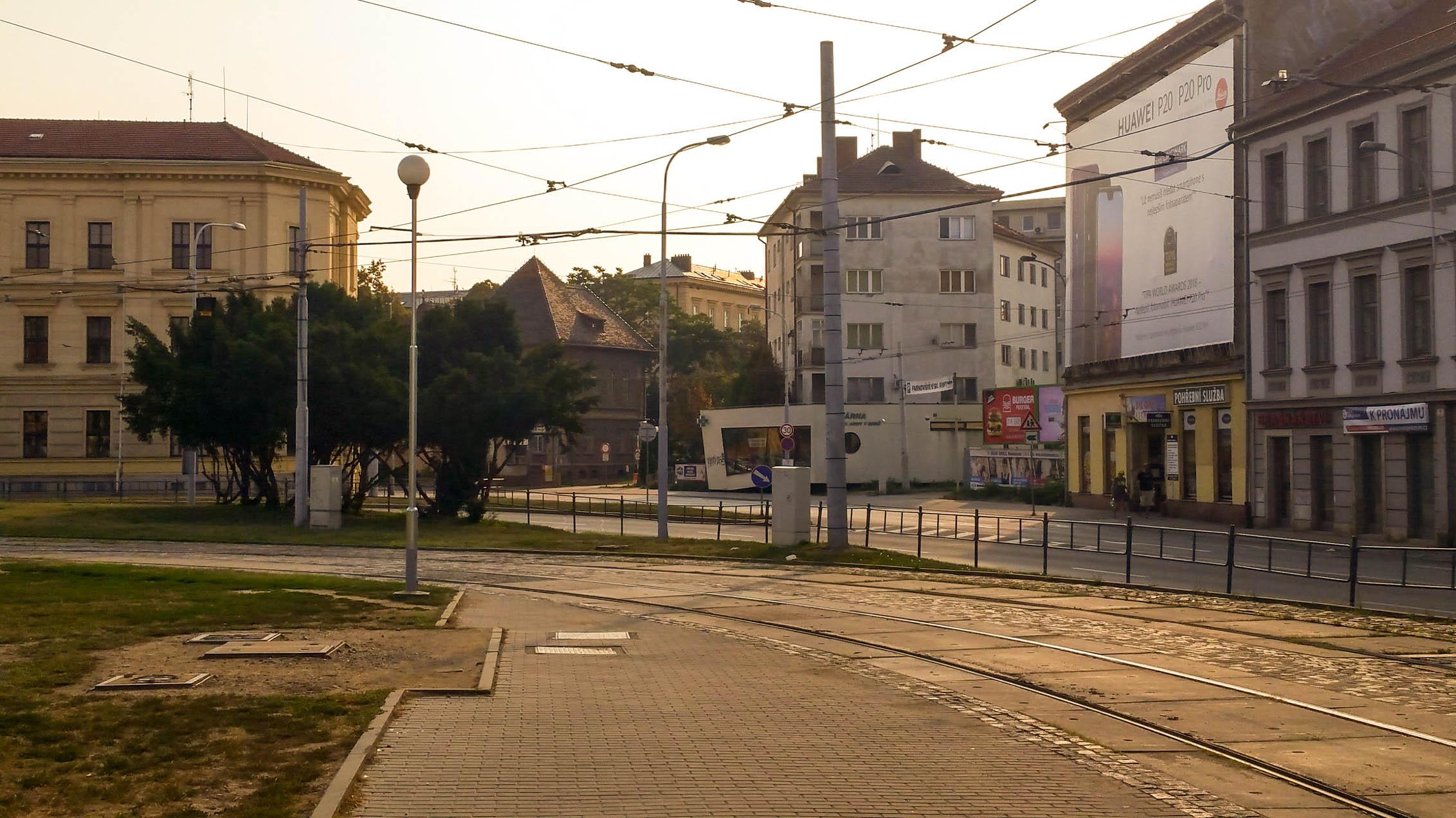 Průraz Mendlova náměstí na Hybešku