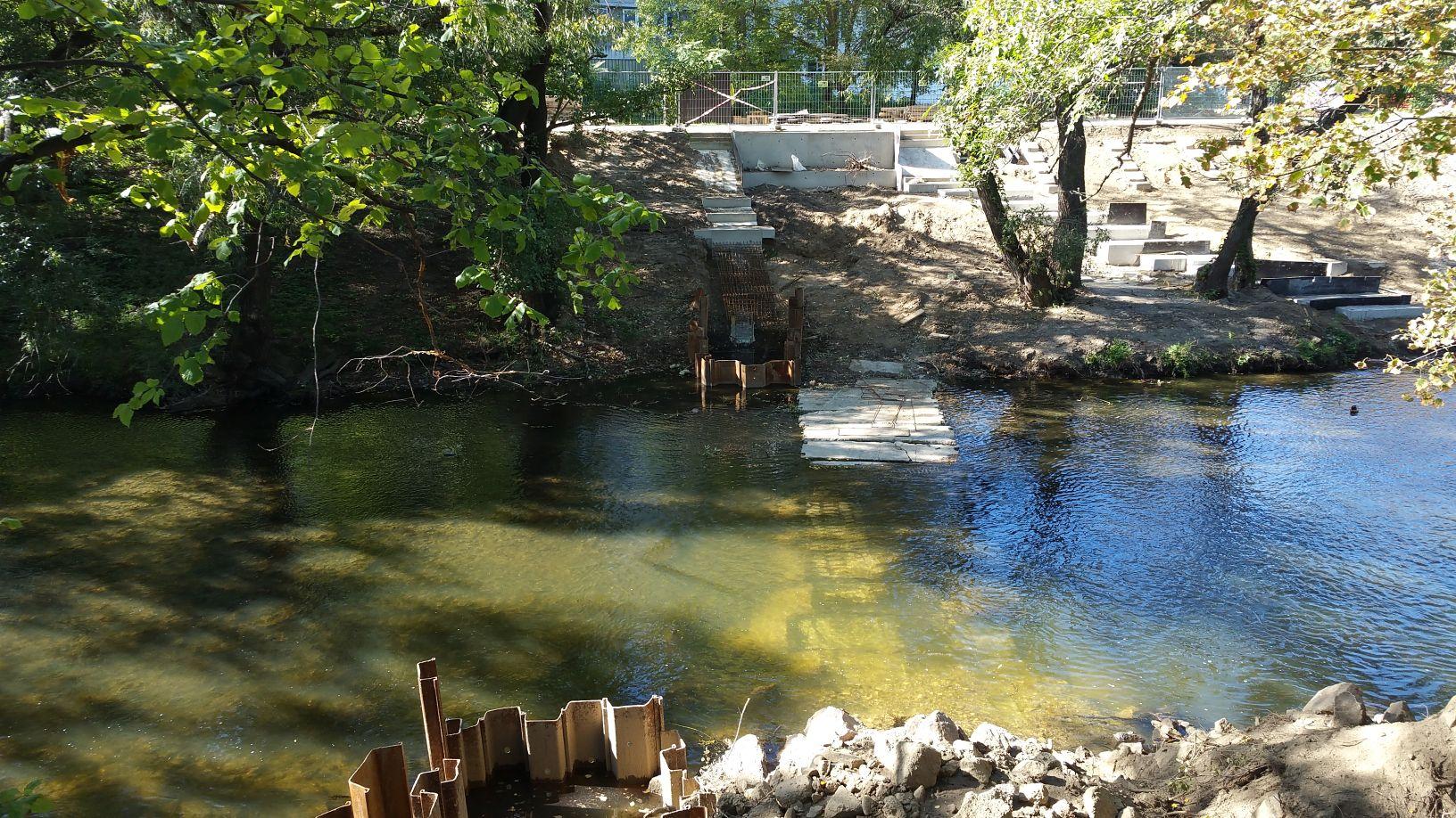 Úpravy řeky Svratky již začaly. Zde zpřístupnění řeky