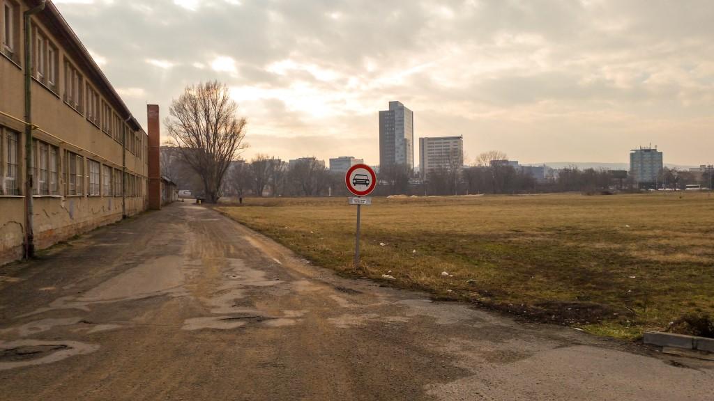 Asi 400 metrů po zpevněné cestě a jste na cyklostezce Brno - IKEA - Olympie.