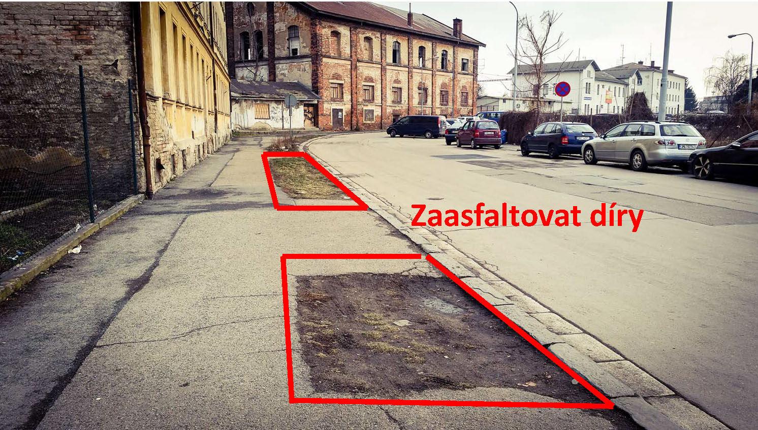Aby byl chodník širší a cesta s kufry klidnější, stačí za-asfaltovat díry na chodníku