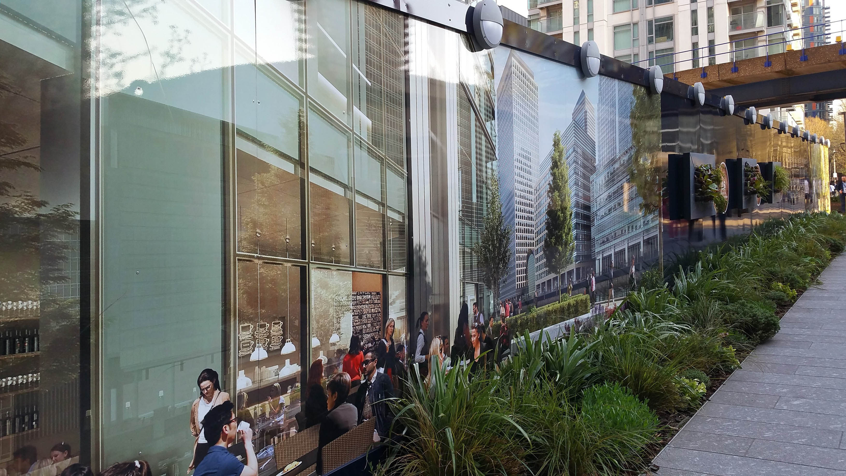 Stavební ohrada nové kancelářské budovy v Londýně