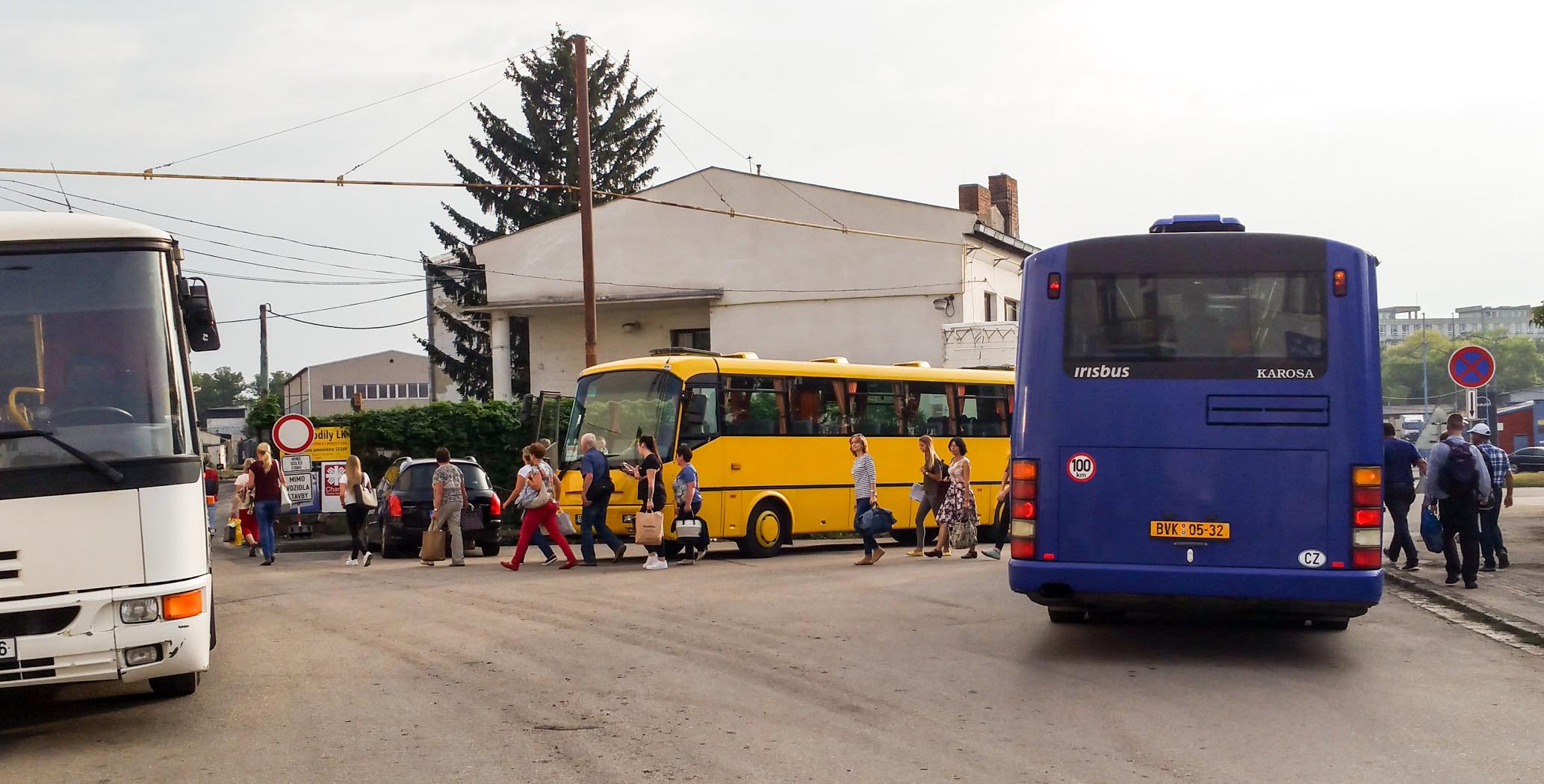 První autobusy Náhradní dopravy na Uhelnou