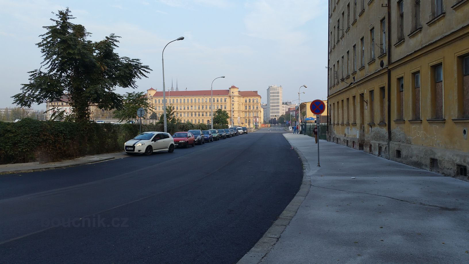 Pohled od Dolního nádraží k Vaňkovce. Ulice Rosická a pak ulice Trnitá.