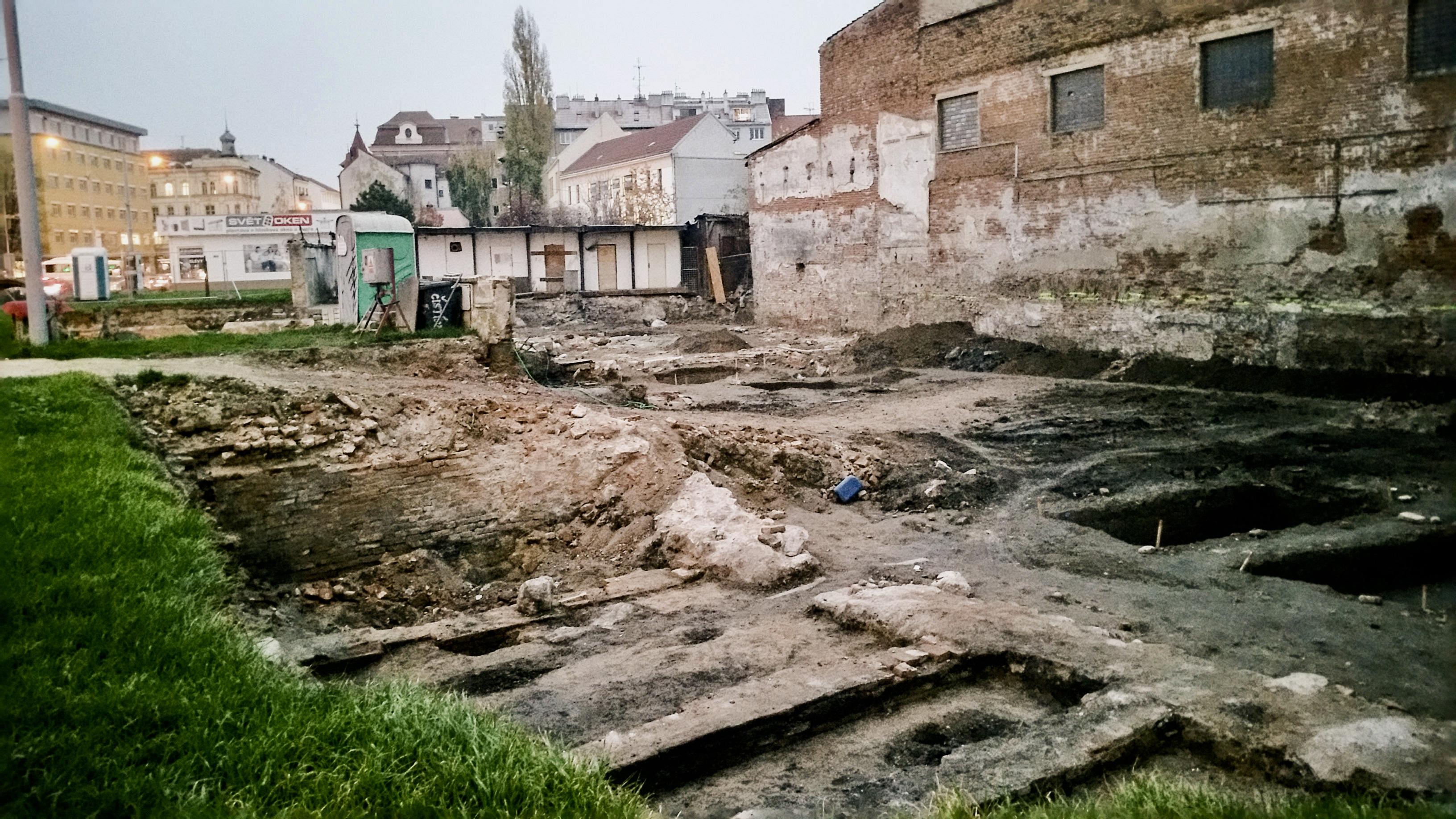 Archeologické vykopávky na ulici Křenová - podzim 2018