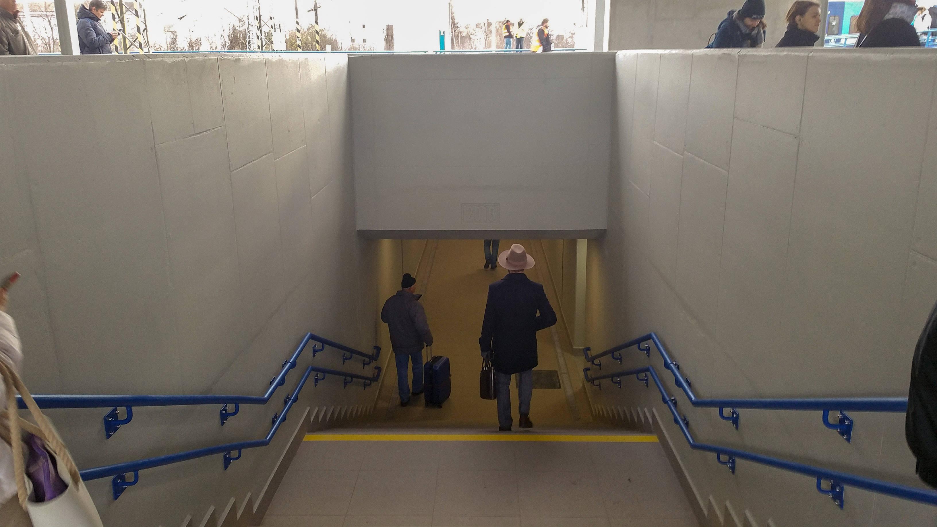Vstup do podchodu na Dolním nádraží