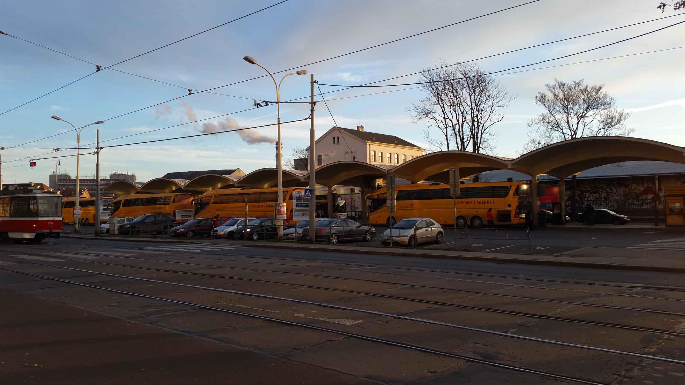 Autobusové nádraží u Grandu, jaro 2018