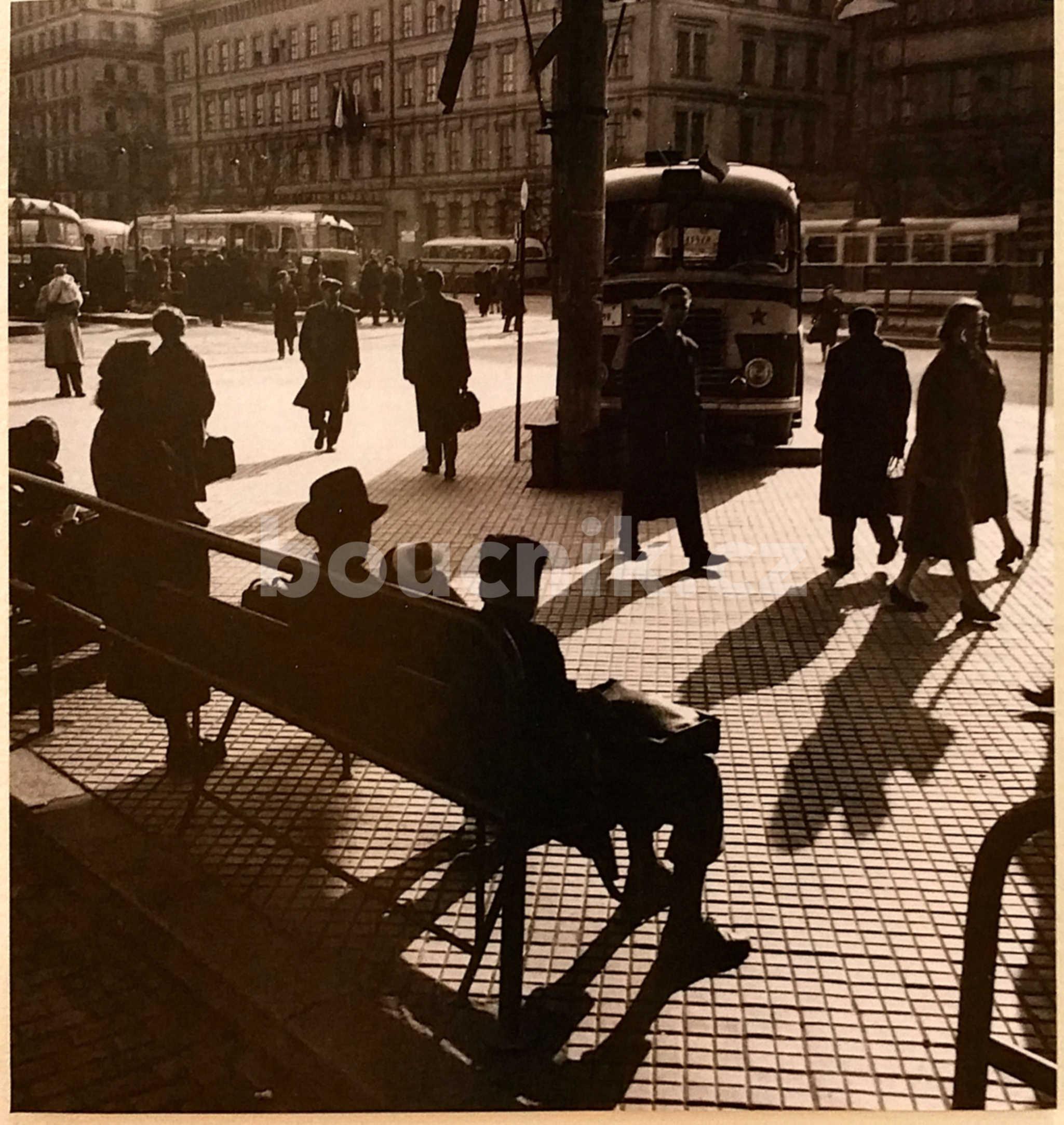 Autobusové nádraží u Grandu v době vzniku