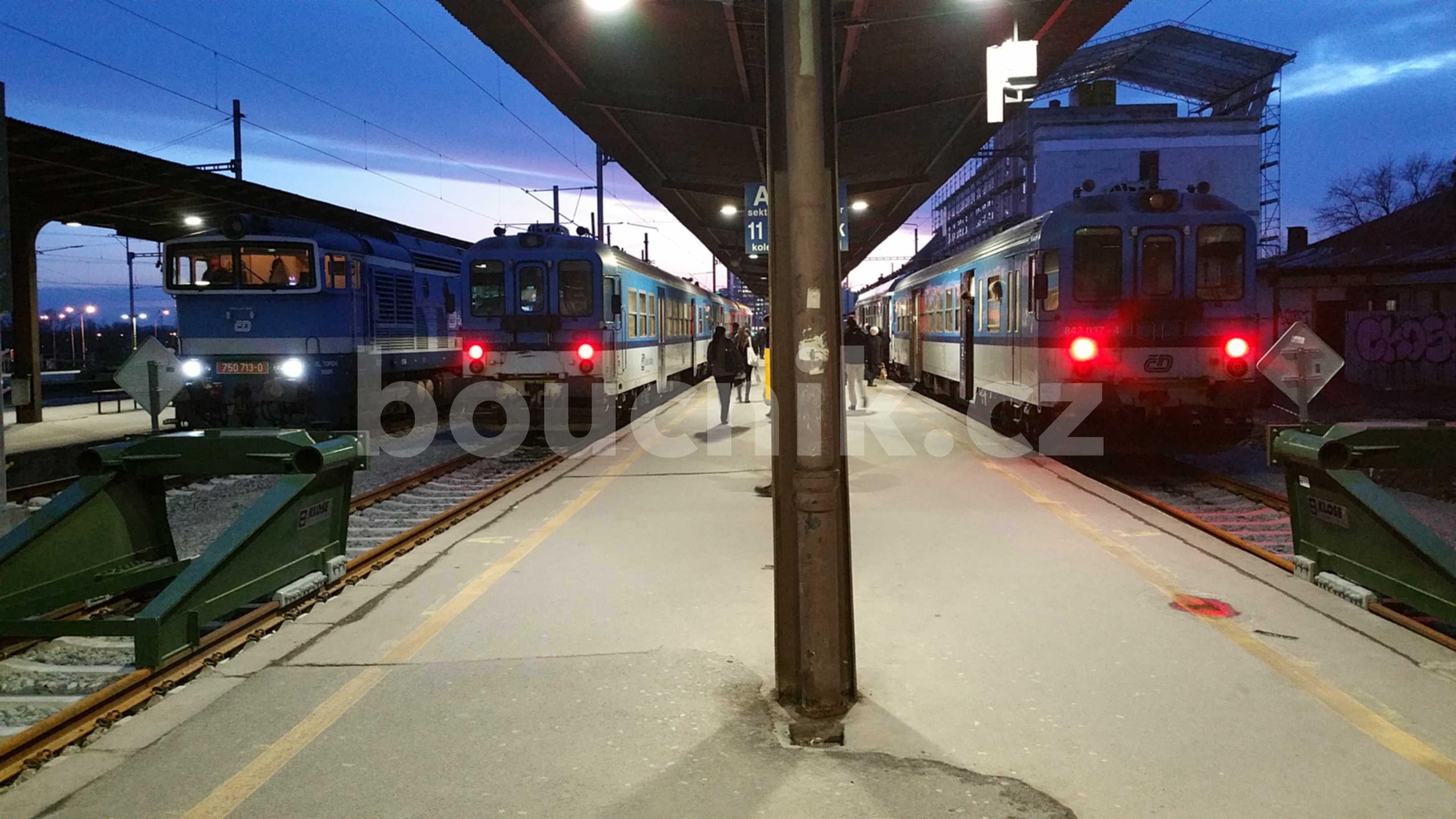 Nová zarážedla u V. a VI.nástupiště