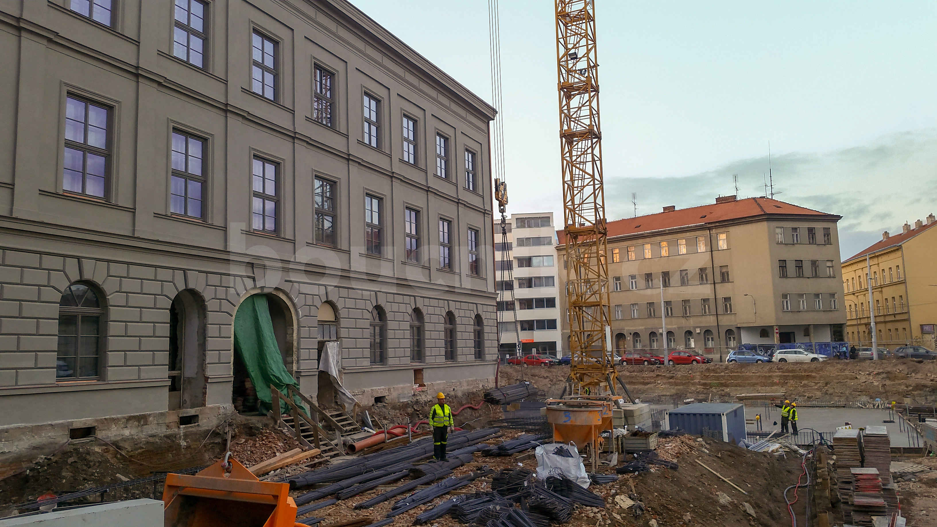 Nová Vlněna v Brně, pohled od kavárny směrem do ulice Rumiště