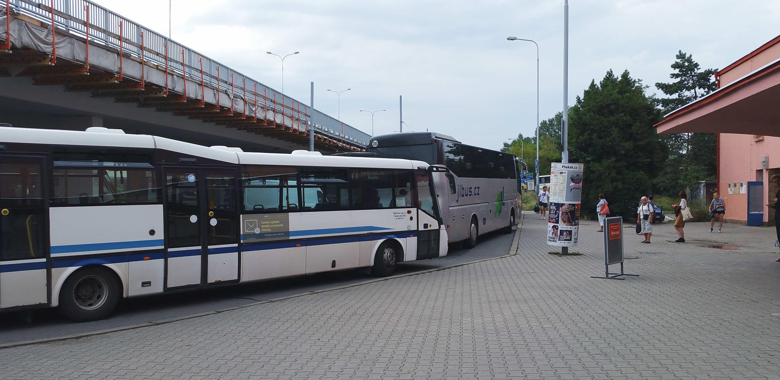 Náhradní autobusová doprava za vlak v Brně