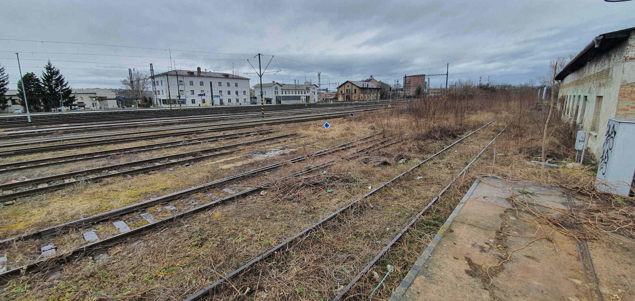 Dolní nádraží pohledem od Komárova, únor 2020