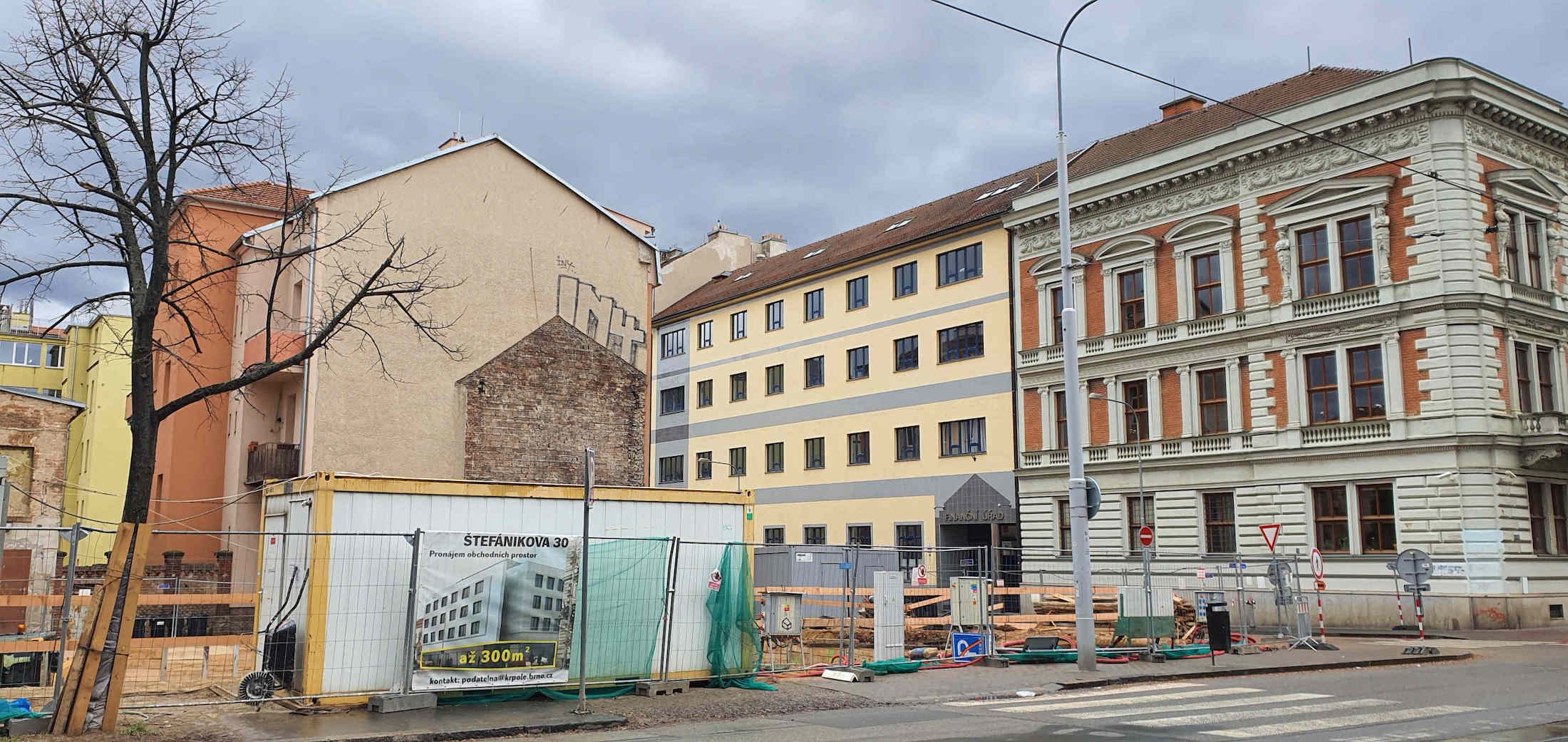 Polyfunkční dům na urohu ulic Rybníček a Štefánikova