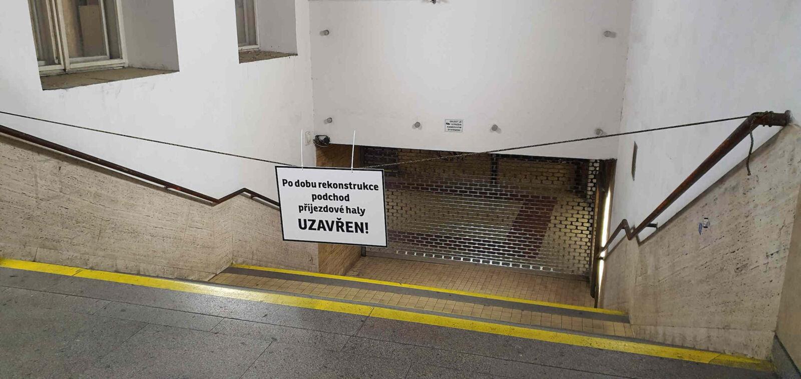 Uzavřený odchod pod hlavním nádražím v Brně