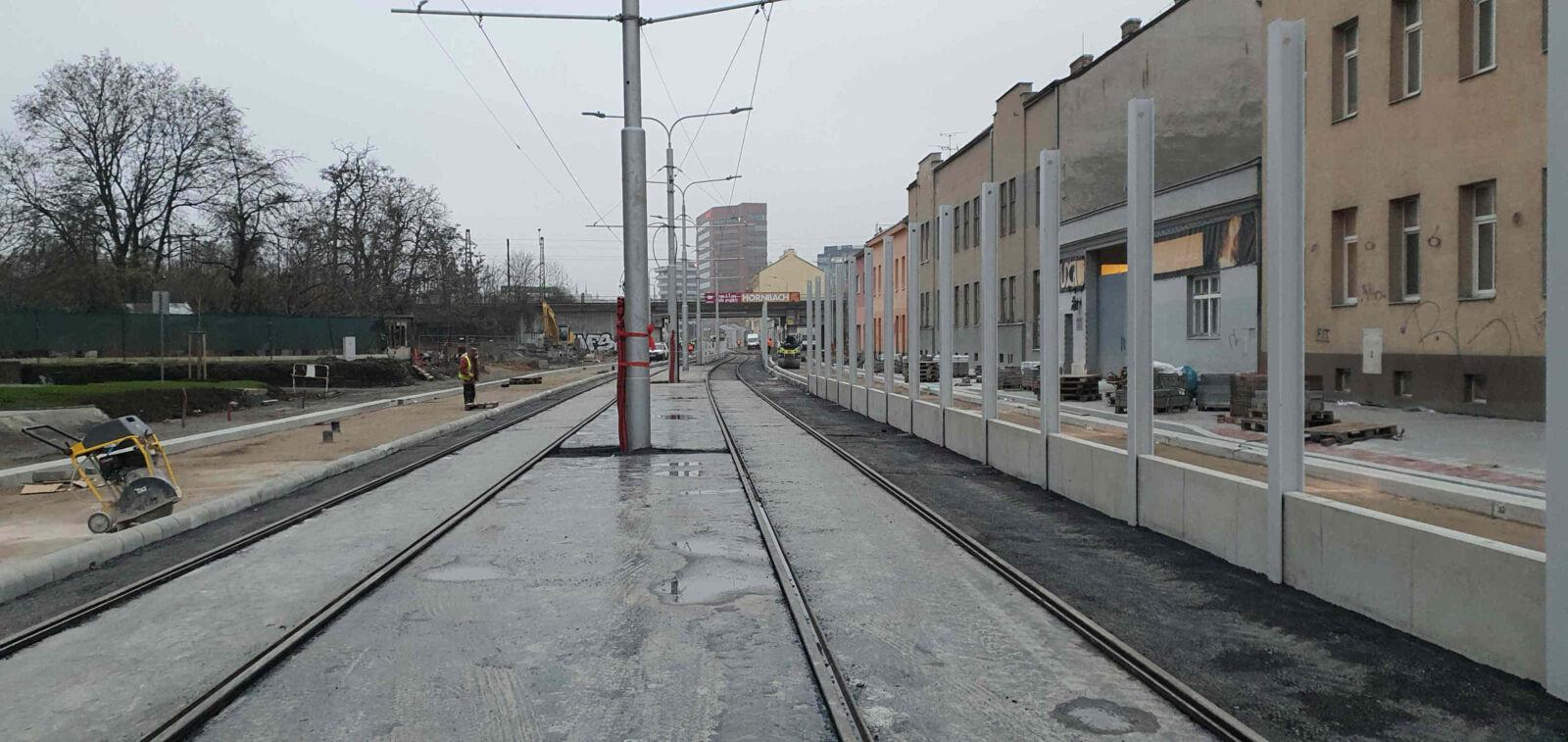 Plotní ulice v Brně a protihlukové stěna