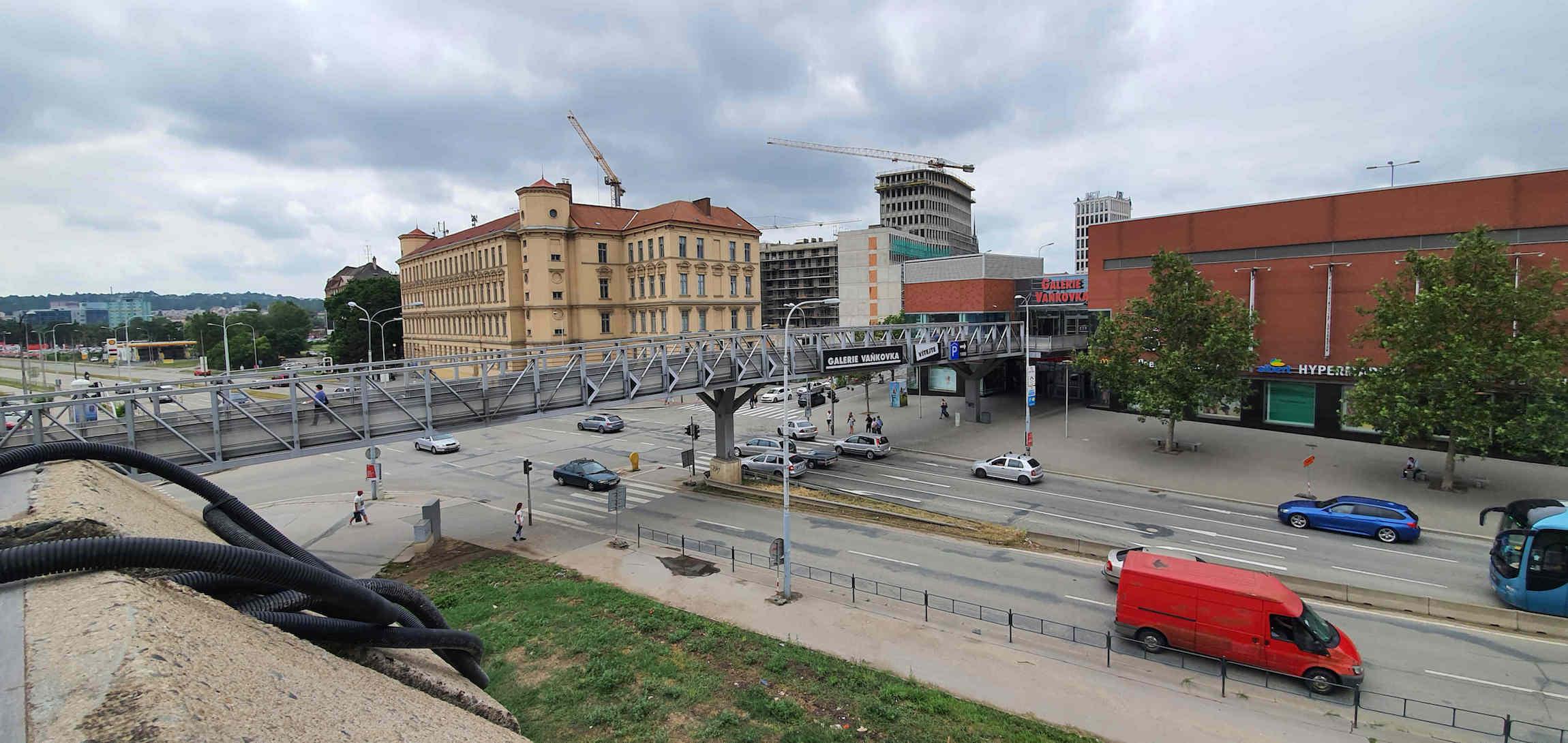 Na střeše autobusového nádraží v Brně na Zvonařce
